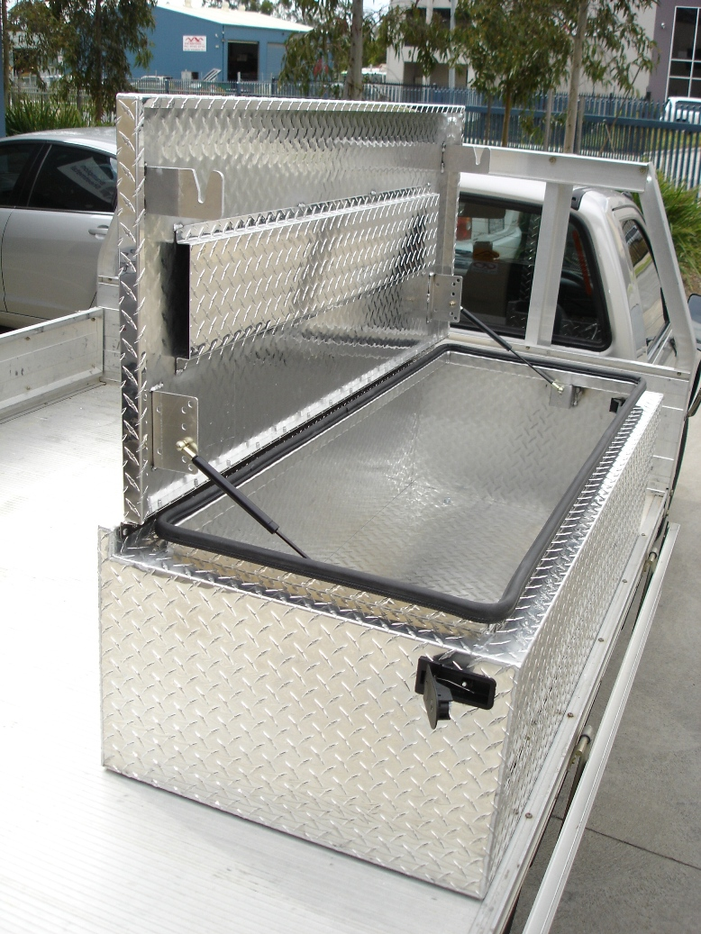 sheet metal tool box industry of China stainless steel metal bending suppliers and aluminum/stainless steel metal laser cutting manufacturers,baichao offer aluminum sheet metal welding,bending and others.